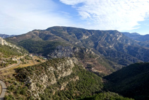 Desde la sierra Seca tenemos buenas vistas de Cambrils, la Roca de Bartoló con la ruinas castillo, el Tossal de Cambrils y las sierras de Odèn.