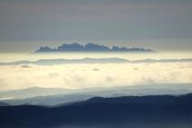 Al S-SE observamos la mágica montaña de Montserrat.