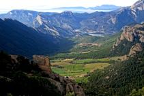 La bonita y desconocida valle de la Móra Comdal, que mira al O y desemboca en el valle principal del Segre.