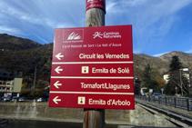 Señal vertical del Camino Natural de Sort y el Valle de Àssua.