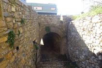 Pasamos por un túnel bajo la carretera LV-5131.
