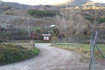 El camino nos lleva hasta un área de ocio. Una vez allí seguimos a la derecha.