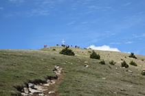 La cruz de la cima del Taga es bien visible.