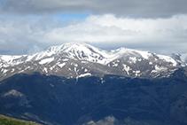 El Puigmal, medio nevado.