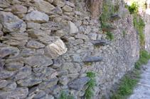 Detalle de un muro de piedra seca en Aixirivall.