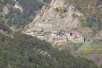 El pueblo de Fontaneda, al otro lado del valle.