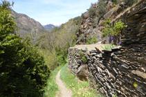 Muros de piedra seca en el camino de la Solana.