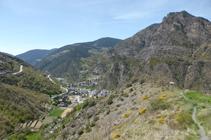 Sant Julià de Lòria y sierra del Vedat desde Sant Serni.