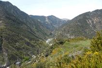 Valle de Os de Civís y la ermita de Sant Martí.