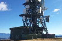 Una de las dos antenas que hay en la cima.
