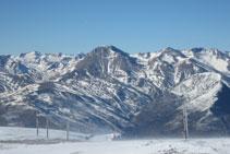 El Montsent de Pallars y las montañas de la Vall Fosca.