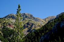 Mirada a oriente: vistas de la Tosa d´Alp (al fondo a la derecha).