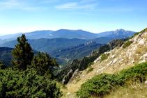 Vistas panorámicas hacia el S. A la derecha distinguimos el Pedraforca.