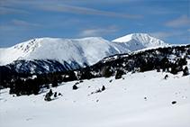 Vistas a la sierra de Airosa y el pico del Monturull o Torre dels Soldats (2.759m).