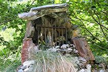 En una roca encontramos la Virgen de la Géla.