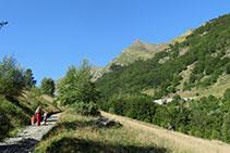 La ruta es ideal para hacer en familia, aunque el desnivel acumulado positivo es considerable, de unos 300m.