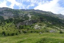 Sierra del Turbón y pico Turbón (2.319m).