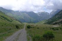 Vista del valle de Otal desde su cabecera.