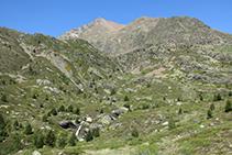 Vistas de la cabecera del valle de Riqüerna.