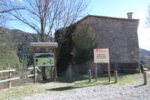 Ecomuseo de Sant Joan del Avellanet y panel informativo.