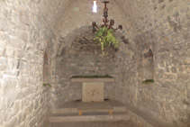 Interior de la ermita de Sant Joan del Avellanet.