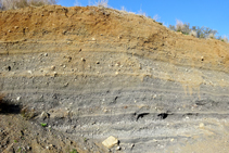 Estratos de cenizas del volcán de la Crosa.