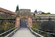 Puerta de entrada al castillo (fuera de ruta).