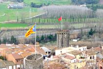 Las torres de la muralla de Hostalric desde el castillo (fuera de ruta).
