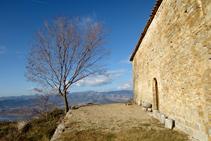 Pared S de la ermita donde se encuentra la puerta de entrada.
