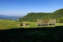 Las vistas desde el Avenc de Tavertet invitan a ensimismarse.