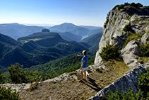 Desde el Pla Boixer se disfruta del mar de montañas que se extienden bajo nuestros pies, como la Agullola de Rupit o el Far.