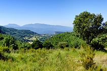 Las vistas hacia el Montseny desde la sierra de Sant Corneli.