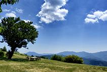 Vistas desde el jardín del Avenc de Tavertet.